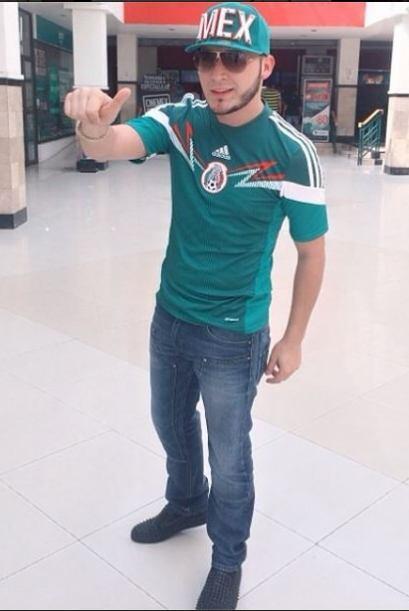Saúl El Jaguar  Qué mejor manera de expresar el amor por México que port...