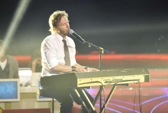 Noel acompañó a Jesús con el teclado.