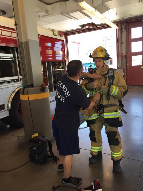 Acróbatas y bomberos se unieron en un reto inusual IMG_4472.JPG