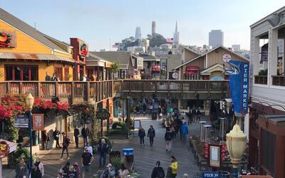 Pier 39 en San Francisco, California es una destino popular en la urbe d...