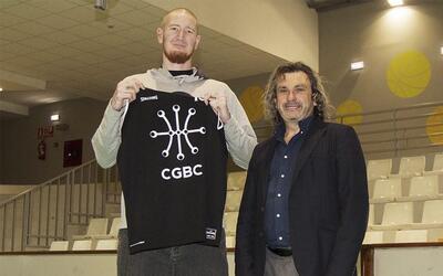 Robert Swift, en su presentcaión con el Circulo Gijón.