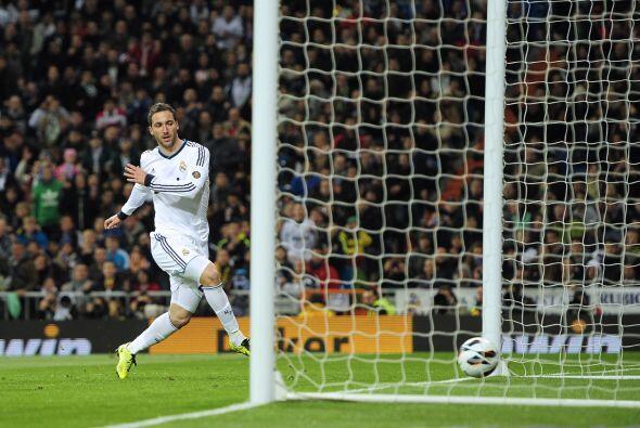 El Madrid reaccionó con un gol de Higuaín tras una buena j...