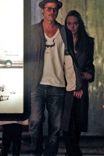 """Pero eso fue todo, Jolie mandó a grabar  la frase """"Para Roly, de Nessa""""."""