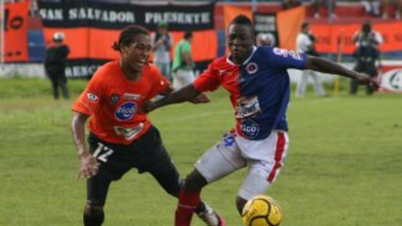 El FAS se afianzó como lpíder de la Liga en El Salvador.