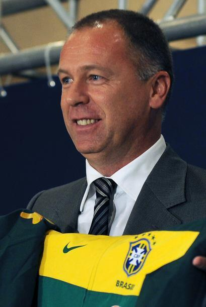 Mano Menezes, ex técnico del Corinthians entre otros, es el reemplazante...