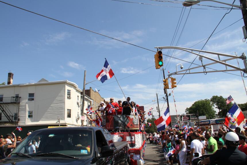 Celebra La X en el Desfile Dominicano en NJ IMG_1950.JPG