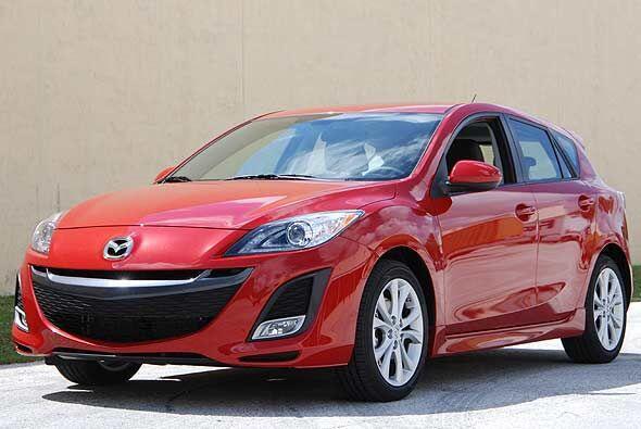 El Mazda3 se renovó totalmente para el año 2010 e incrementó su estilo n...