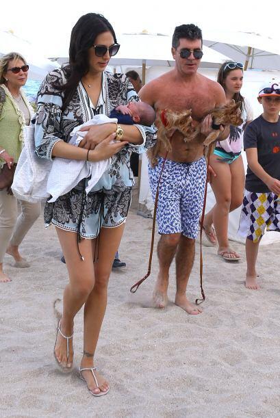 A la hora de irse, Simon todavía tenía a los perritos. Mira aquí los vid...