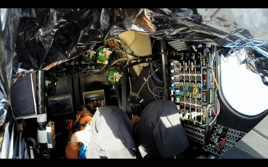 El avión solar puede volar sin una gota de carburante, pero lo hace de f...