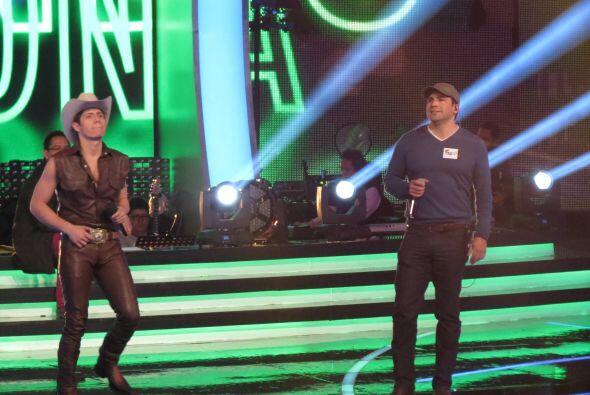 Y sorprendimos a Fernando en su dueto con... ¡Bobby Pulido!