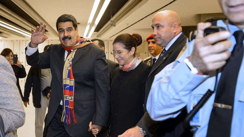 Maduro y su esposa, Cilia Flores, este jueves en Ginebra.