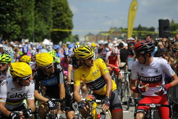 De esta forma, Cancellara cumplió su objetivo de retener el liderato, y...