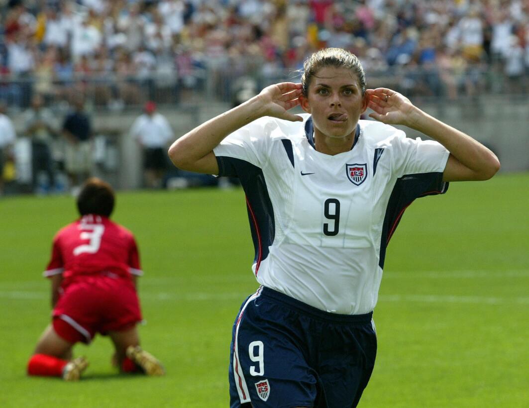 Los 45 años de Mia Hamm, 'la Pelé del fútbol femenino' GettyImages-51134...