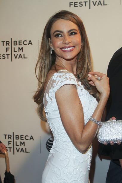 Por si fuera poco, Sofía quiso lucir un maquillaje y joyas muy 'ad hoc',...