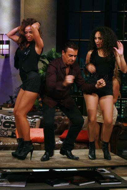 Gabriel se subió a bailar con las sexis chicas pero no les agarró el paso