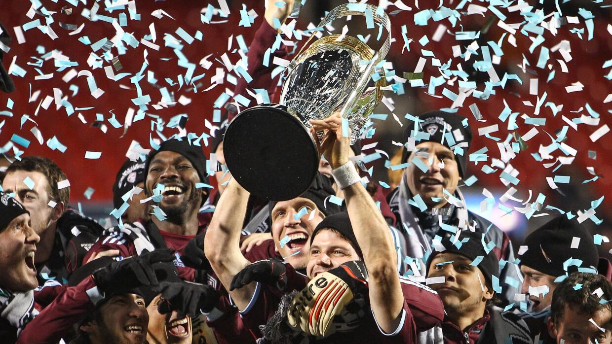 Colorado Rapids levantando la MLS Cup de 2010