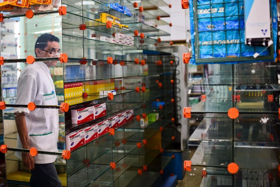 Las farmacias venezolanas lucen vacías por la falta de medicamentos.