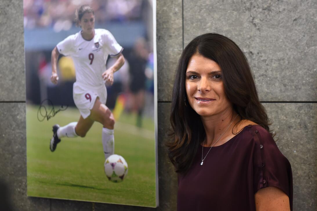 Los 45 años de Mia Hamm, 'la Pelé del fútbol femenino' GettyImages-45698...