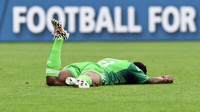Historias de Mundiales: el nigeriano fracturado por un compañero que después fue lesionado