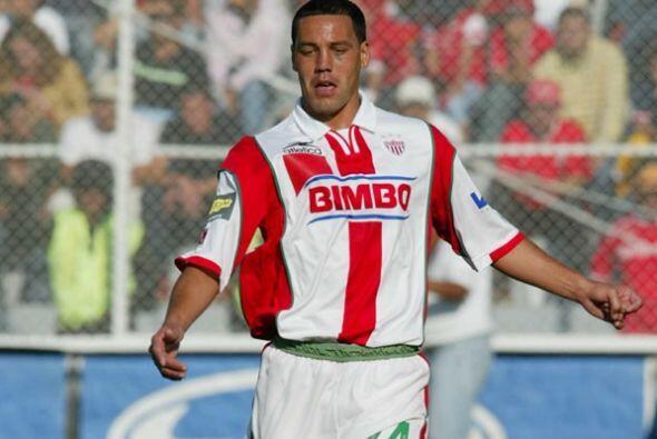 Daniel Demetrio Hernández: Fue un jugador multifuncional en defensa o en...