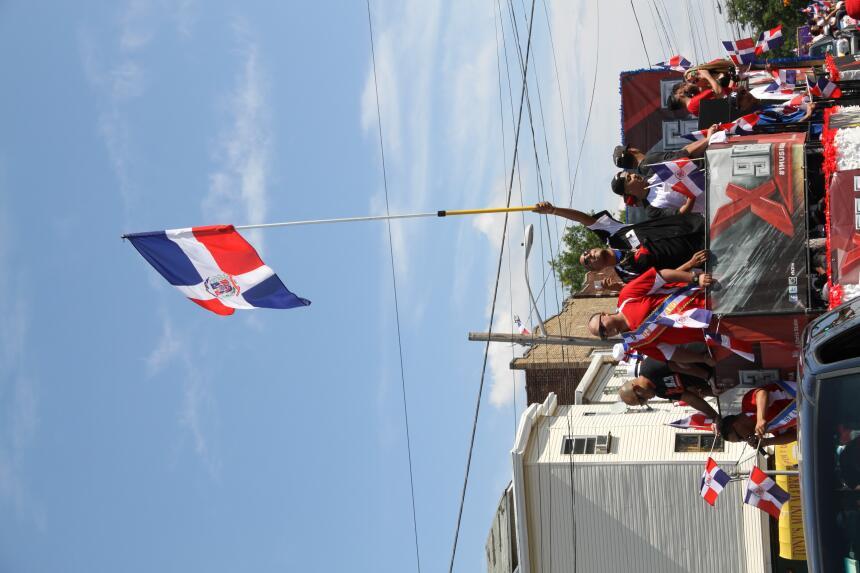 Celebra La X en el Desfile Dominicano en NJ IMG_1955.JPG