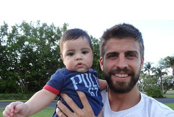 Mira sus fotos más enconatdoras y enamórate de este hermoso bebé. Mira a...