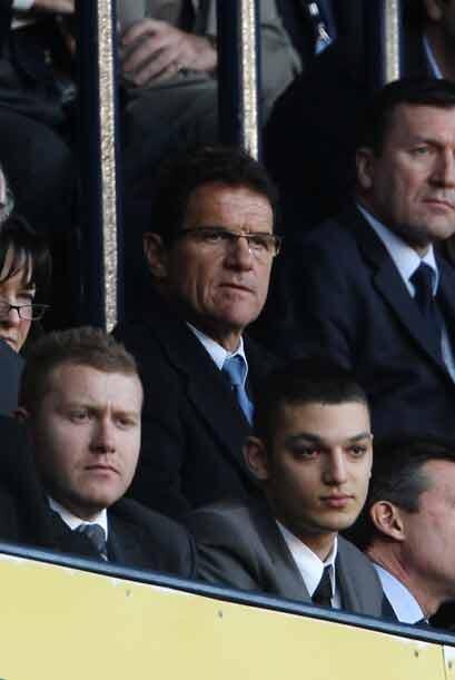 Fabio Capello, seleccionador de Inglaterra, estuvo en las gradas para se...