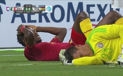 Terrible choque a la cabeza de Moisés Muñoz