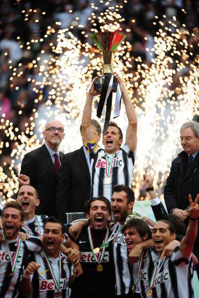 Juventus por fin recibió el trofeo que le acredita como el monarca de la...
