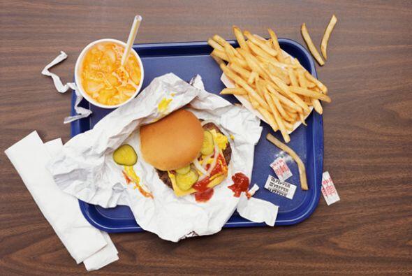 Este hábito es muy comun. Es de suma importancia descartar la comida rap...