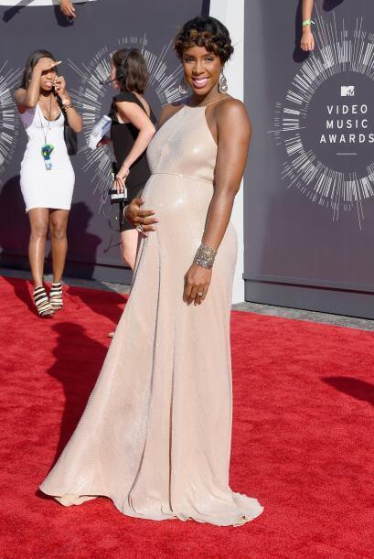 Kelly Rowland lució súper embarazada, algunos creen que su vestido no fu...