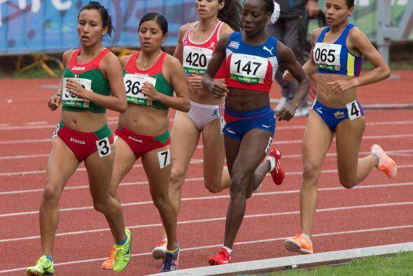 México consiguió el 1-2 en la prueba femenil de cinco mil metros planos...