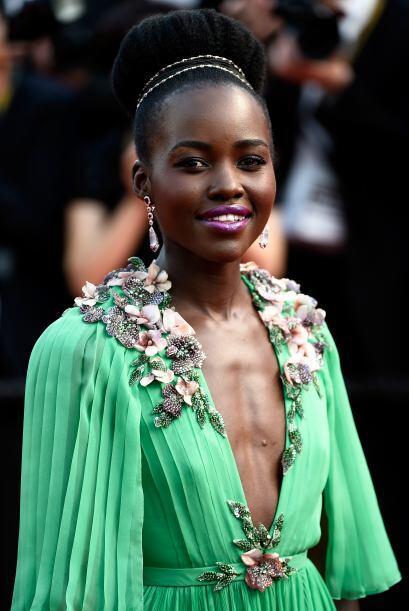 La ganadora del Oscar impactó con un vestido verde de Gucci en la...