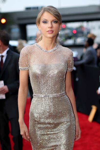 Otra chica guapa que se encuentra solterita y muy feliz es Taylor Swift...