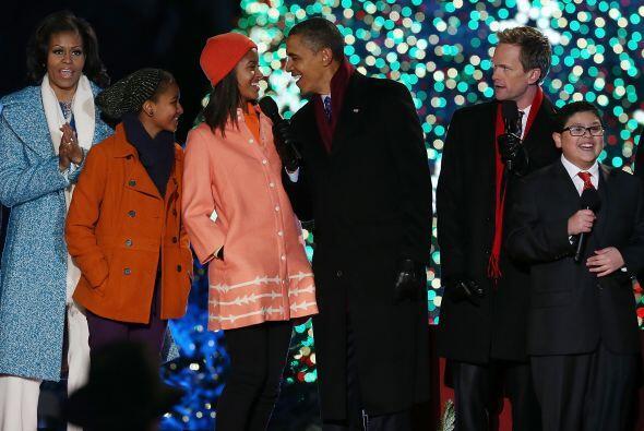 El mandatario bromeó sobre el nuevo árbol de Navidad que h...