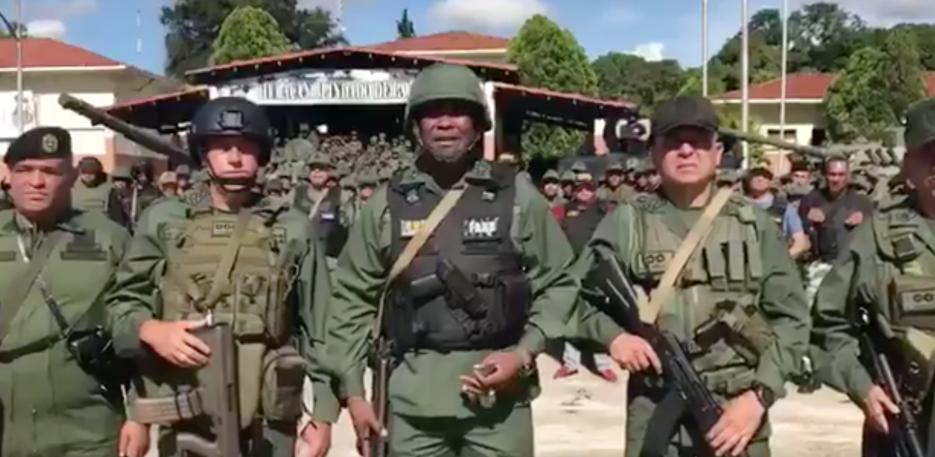 El comandante general del Ejército, Jesús Suárez Chourio (centro) durant...