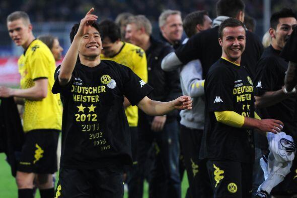El Dortmund ganó y aseguró el título de la Bundesliga, con el aporte del...