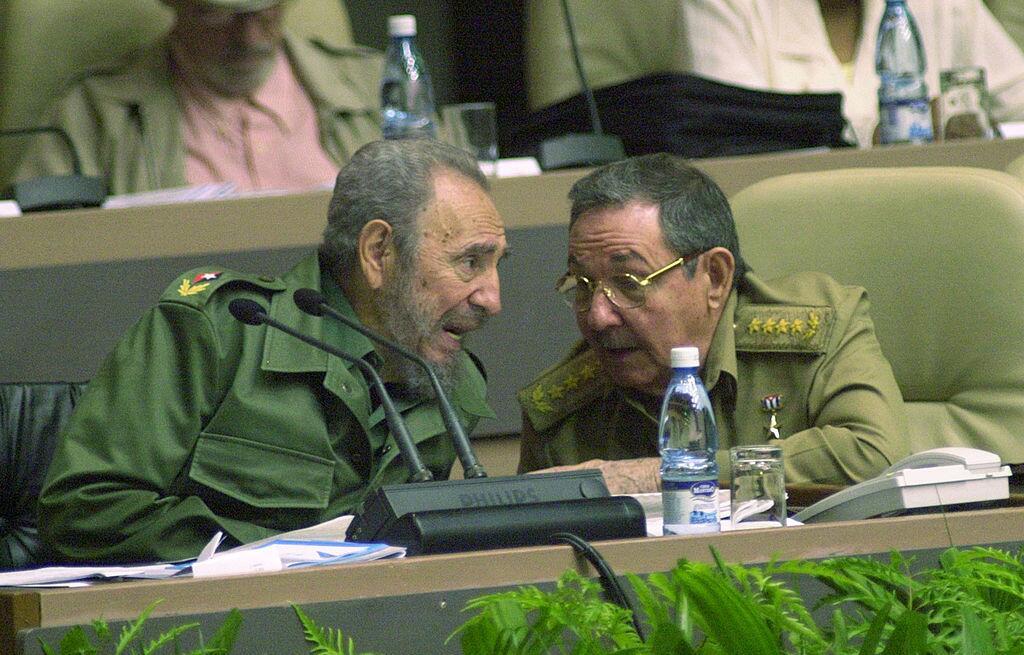 Fidel Castro entregó el poder a su hermano Raúl el 19 de f...