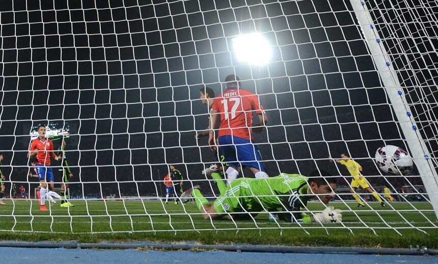 Chile y México regalan un gran empate