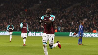 Cheikhou Kouyaté del West Ham festejando su gol ante el Leicester.