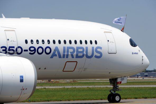 Seis miembros del personal de pruebas de vuelo del Airbus viajaron en el...