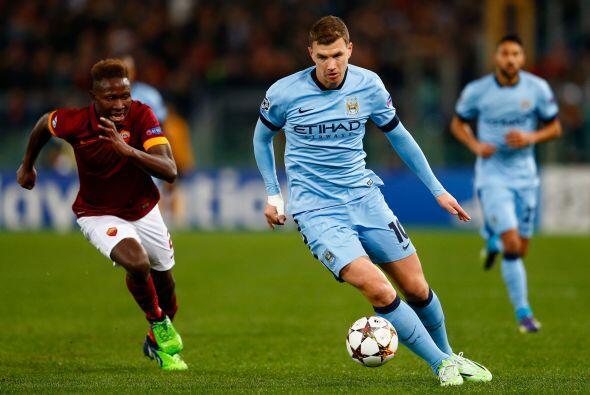 Edin Dzeko: Portentoso delantero bosnio que no es indiscutible en el Man...