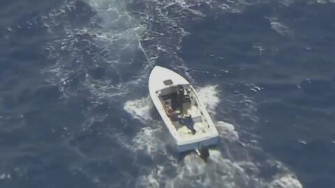 Rescatan a un par de cubanos que llevaban dos días a la deriva en Haulov...