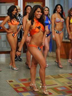 Una a una desfilaron por el set para mostrar sus modelitos de traje de b...