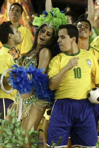 Eso, sensualidad, al ritmo de samba. Divina la paraguaya.