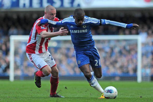 Chelsea estrenó técnico en su duelo frente al Stoke City.