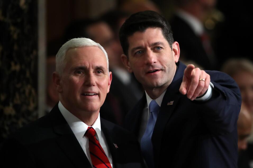 El vicepresidente de EEUU, Mike Pence, y Paul Ryan, presidente de la c&a...