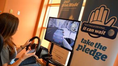 Mientras conduzca su auto, los textos, el envio de fotos y hasta hablar...