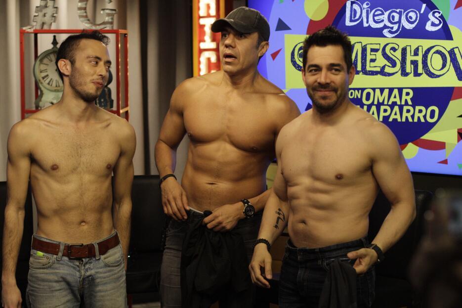Omar Chaparro y Adrián Uribe estuvieron de visita en Univision Chicago y...