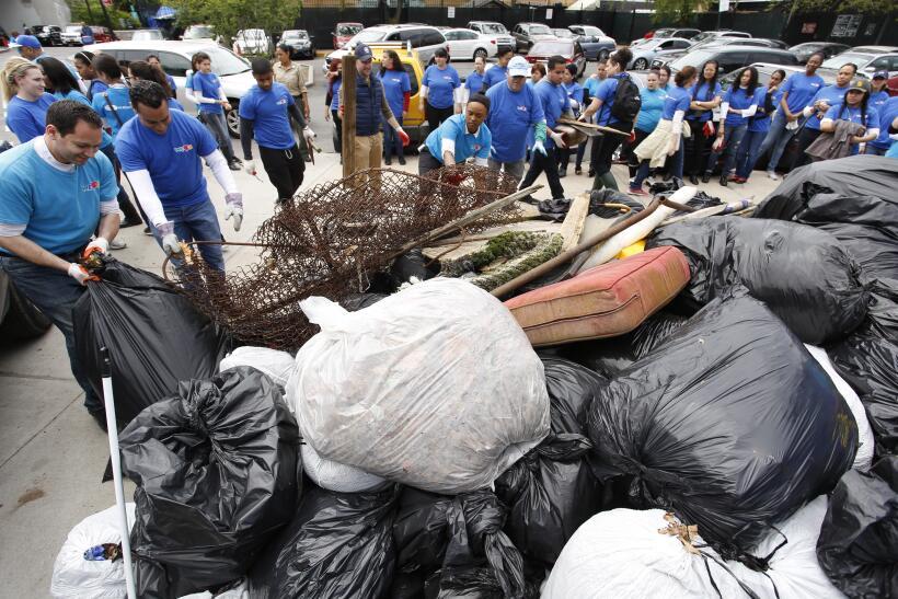 La fundación WeLoveU busca crear conciencia ambiental en el mundo